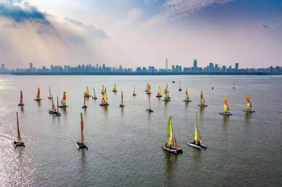这么多玩法的帆船赛事,你还以为它只在海上?中帆协副秘书长傅丹青直播揭开帆船赛事的广阔蓝海
