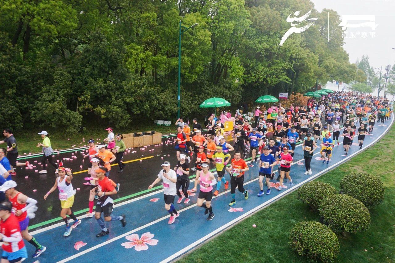 马拉松超级周末,我们下4城、跑4赛,都有哪些新发现?